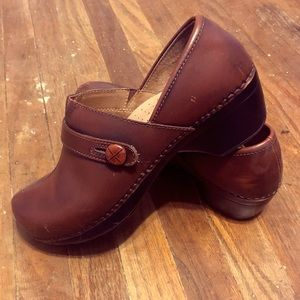 Dansko sz 40 women's shoes - Brown